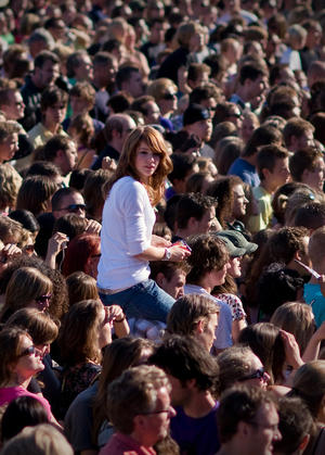Parkpop 2008 - The girl in the crowd